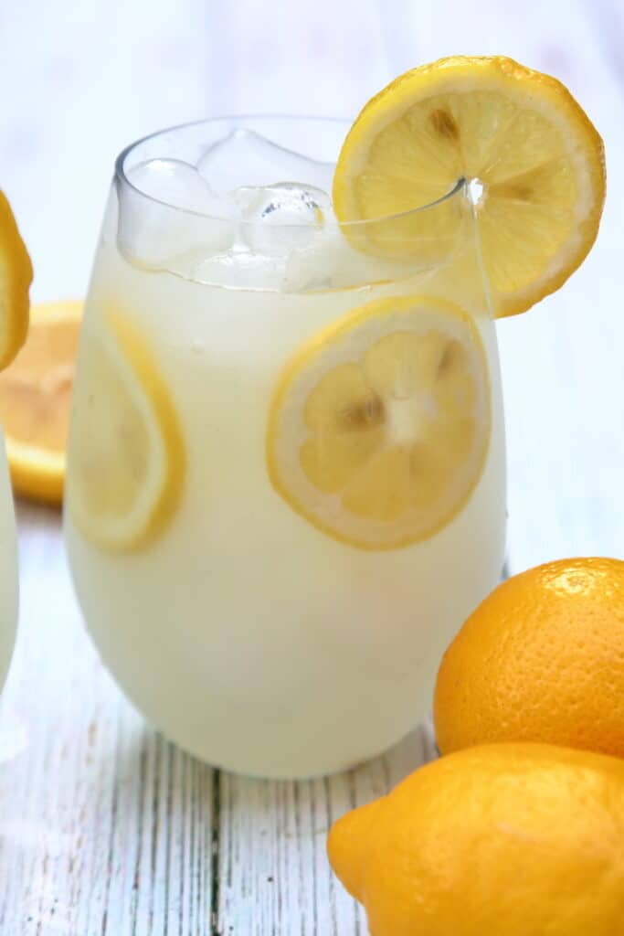 closeup of the lemonade vodka spritzer